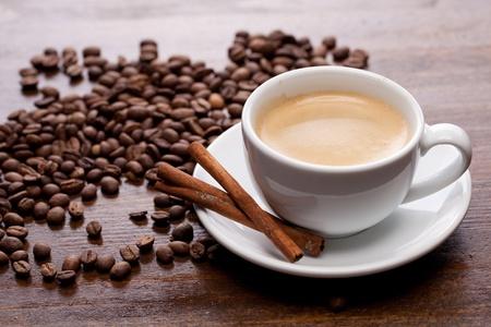 capuchino: Taza de caf� con canela