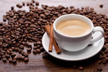Cup of coffee with cinnamon 版權商用圖片