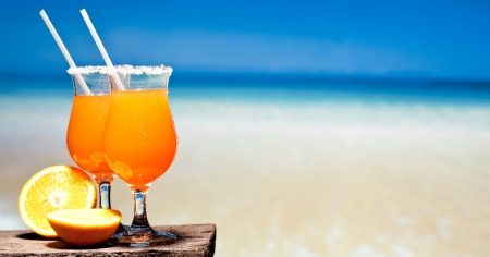 Tequila Sunrise Cocktail on wooden planks Banque d'images