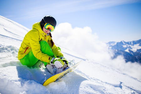 skying: Snowboarder sitting