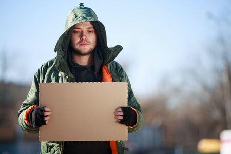 gente pobre: Persona sin hogar