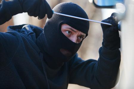 looting: car thief