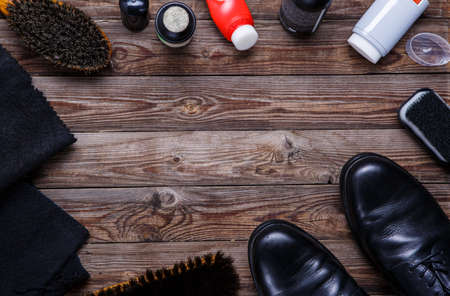 dubbing: Brushes, wax, shoes and accessories. Shoes care. Top view