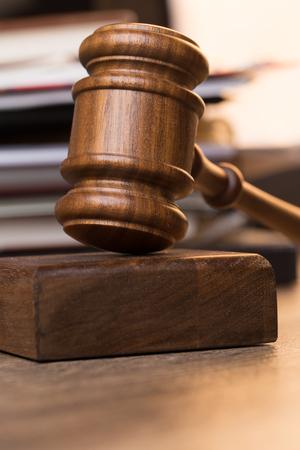 Hammer juzga contra documentos Foto de archivo
