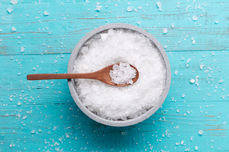 sea salt on wooden background 스톡 콘텐츠