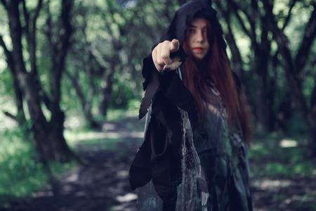 Foto de bosque con bruja