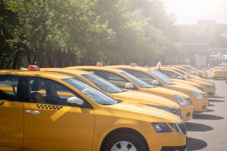 Photo of several yellow taxi on street in summer afternoon 版權商用圖片
