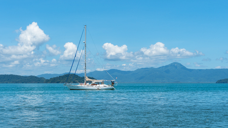 Sailboat in the Andaman sea of Thailand Imagens