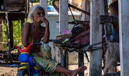 Old Moken in Moken Village at Ko Lao Island Ranong Province Thailand Redactioneel