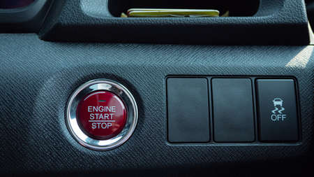 A red button for start the engine of the car. Modern vehicles use a remote key and a single push button to start the engine or turn off the engine electrically. Stockfoto