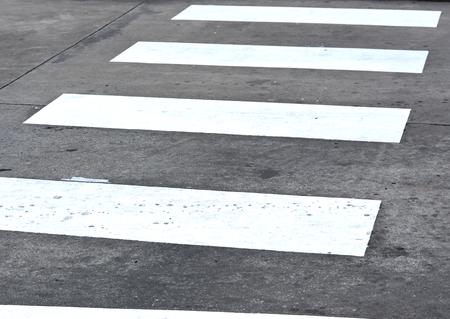 paso peatonal: Paso de peatones en la carretera