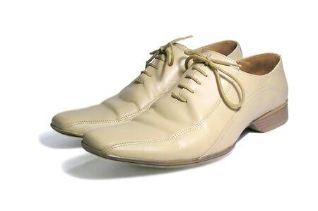 White Man's niedrige Schuhe auf weißem Hintergrund Standard-Bild