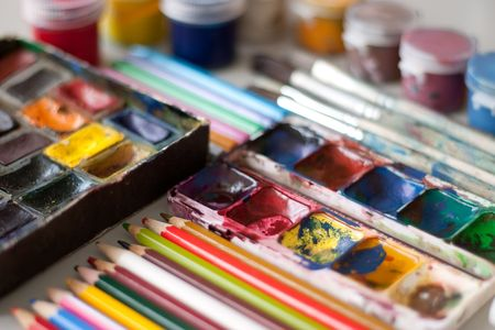 Items for drawing and art: watercolor paint, brushes, colored pencils. Stock Photo - 4729340