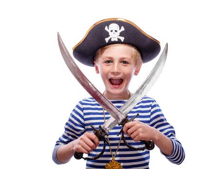 pirata: El niño pequeño pirata con machete