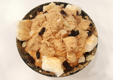 very cold: Sweet and cold Bingsu very yummy in Korean style