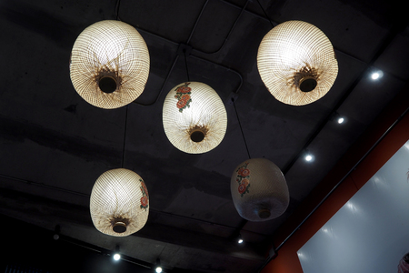 The chinese lamp look so nice and classic