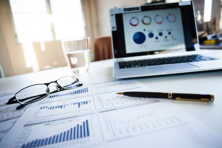 Reporte el crecimiento rentable del negocio. Foto de archivo