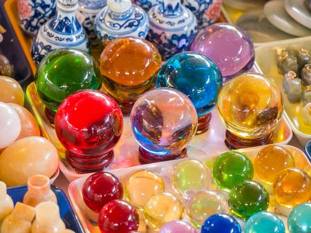 Vidrio ornamental para la suerte y la prosperidad. Foto de archivo - 83938347