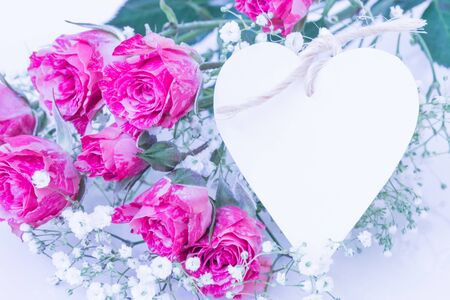 Two-Tone Pink Roses with heart card. Imagens