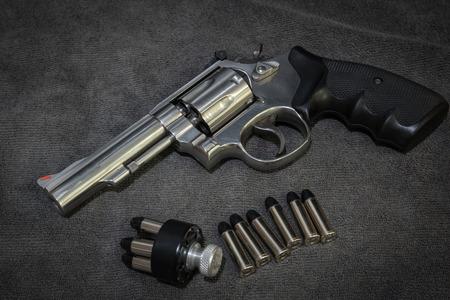 .38 Revolver with ammunition and Speedloader Archivio Fotografico