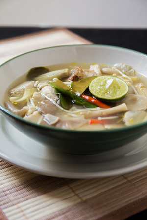 sour grass: Famour Thai Food : Spicy Tom Yum Soup