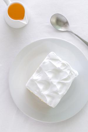 cake: Torta con té de fondo