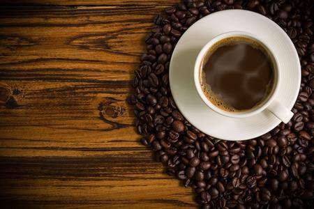 cup: Copa del café sobre fondo de madera Foto de archivo