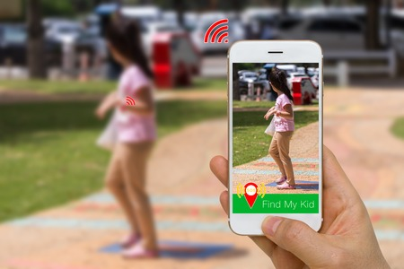 Application Concept of Smartphone App and Smart Watch Togehter to Find Lost Kid Using Wireless Communication Technology