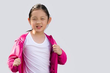 Asiatisches Kind in der Strickjacke getrennt auf Weiß Standard-Bild