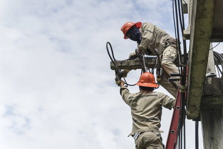 Electricians are working on low-voltage equipment maintenance. 스톡 콘텐츠