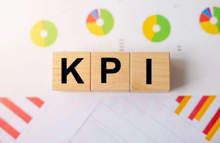 KPI, Key Performance Indicator concept, acronym on wooden cube blocks. 스톡 콘텐츠