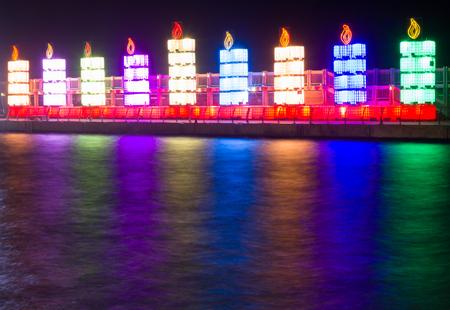 hanoukia: La f�te juive de Hanoukka. Menorah dans le port de Tel Aviv. �ditoriale
