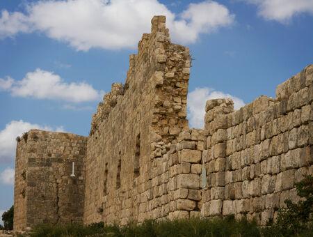 pared rota: Antípatris fortaleza construida por Herodes el Grande, que se encuentra en Israel