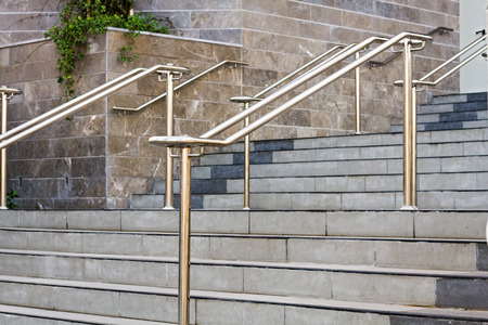 handrails: Stainless steel handrails are installed on the walls and steps.