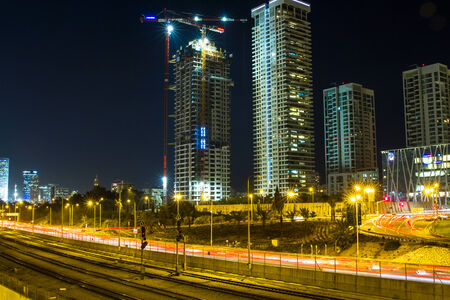 ramat aviv: Tel-Aviv , Israel - December 4 . 2014 : View from the Bridge Street Halacha in a southerly direction. Beautiful photos of the evening in Tel Aviv View of the railway, the Ayalon Highway, the Ayalon River and high-rise buildings in Ramat Gan and Tel Aviv.