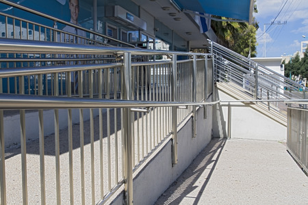 rungs: Stainless steel handrails are installed on the walls and steps.