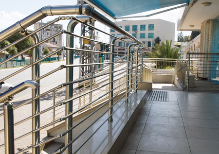 steel blue: Stainless steel handrails are installed on the walls and steps.
