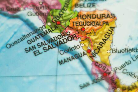 mapa de el salvador: Foto de un mapa de El Salvador y la capital San Salvador.