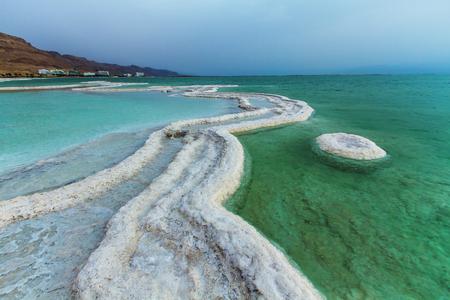 Schönes Foto der Küste des Toten Meeres, Israel. Bokeh. Standard-Bild