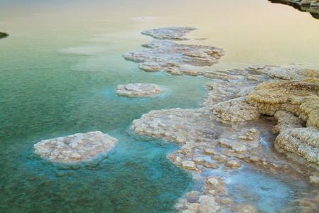 Schönes Foto der Küste des Toten Meeres, Israel. Bokeh.