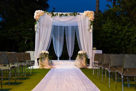 유태인 Hupa, 결혼식 putdoor의 아름다운 사진.