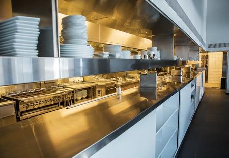 Cocina profesional, mostrador en acero inoxidable. Foto de archivo - 78689806