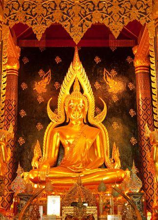 hing: Phra Buhdda Si Hing, la imagen de Buda en el famoso Wat Yai, provincia de Phitsanulok, Tailandia,