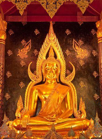 hing: Phra Si Buhdda Hing, famosa imagen de Buda de Wat Yai, provincia de Phitsanulok, Tailandia Foto de archivo