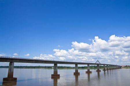 lao: Thai-Lao Friendship Pont sur la rivi�re Khong, a rejoint tha�landais et lao
