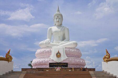buddha image: Imagen de Buda de blanco, Tailandia