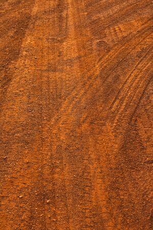 pisada: Rueda de cami�n impresi�n en carretera interior  Foto de archivo