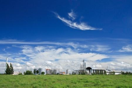 industrial landscape: Cielo blu e della fabbrica