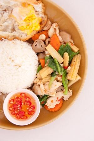 adn: Fried verduras y arroz en estilo tailand�s Foto de archivo