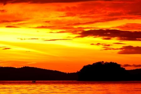 beautifu: Beautifu sky and water  at sunset